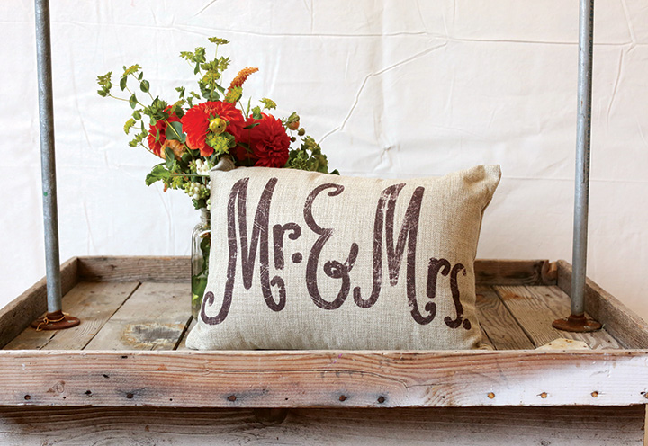 MR&MRS pillow2